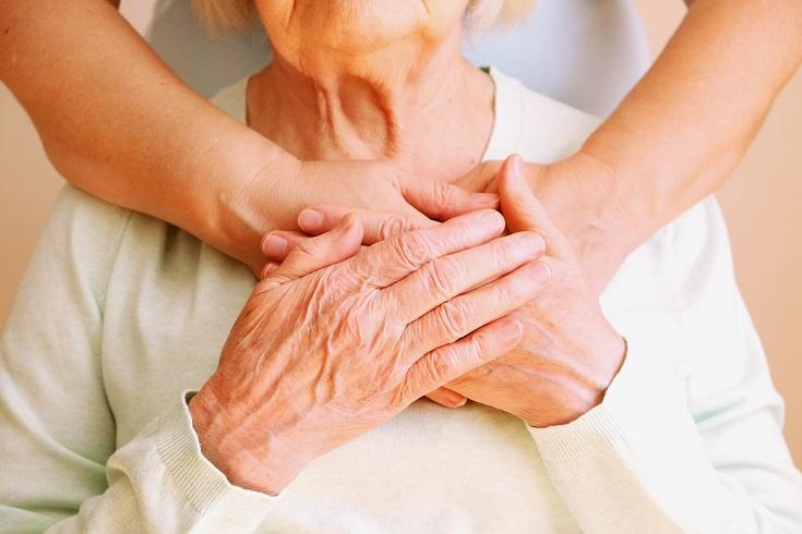 La solitude, un état émotionnel plutôt qu'un trouble mental, peut nuire considérablement à la santé des personnes âgées et réduire leur accès aux services de soins de santé.