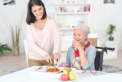 Chez les personnes âgées, une consommation suffisante de protéines contribue-t-elle à retarder l'invalidité, la perte d'autonomie et la dépendance ?
