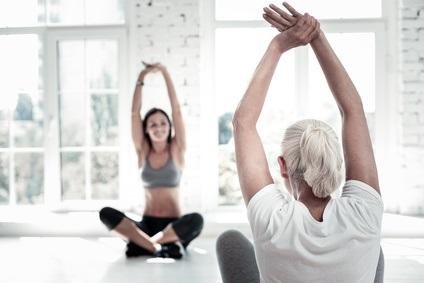Il existe un lien bilatéral et conséquent entre la maladie arthritique et l'isolement social